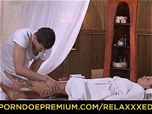 RELAXXXED - Czech Bella Baby ravages mischievous masseur