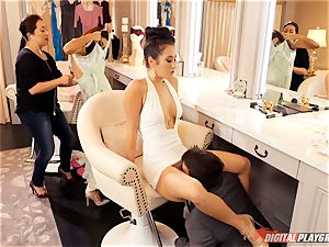 tonguing out the sizzling beaver of torrid Eva Lovia