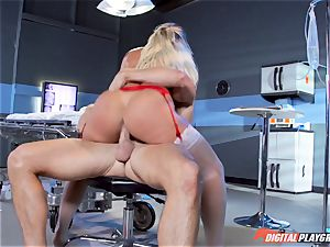 vag munching the naughty spear slurping nurse Kissa Sins