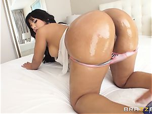 humungous booty Rose Monroe lubricated up and analled