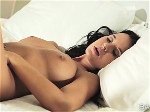 Mia Manarote solo puss pleasing