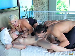 Dahlia Sky and Allura Jenson 3some