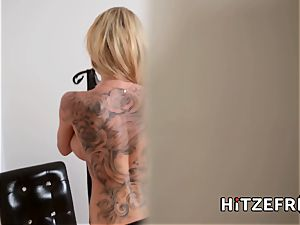 HITZEFREI lesbos Roxxy and Anissa eating cunt