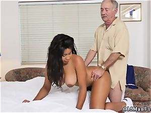 Czech homemade inexperienced anal invasion Glenn concludes the job!