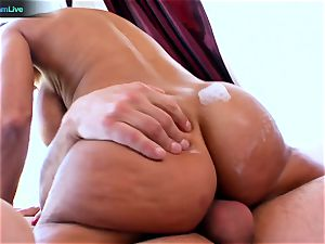 Lisa Ann enjoys sitting into Toni Ribas big rod
