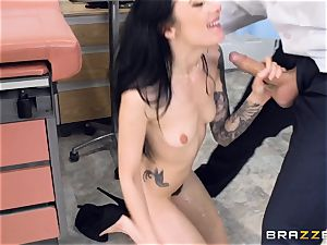 Marley Brinx gets her vulva deeply tested at the doctors