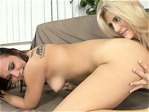Amanda Tate eats on Aidra Fox's sizzling butt