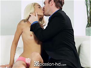 PASSION-HD Mid onanism pummel with Elsa Jean