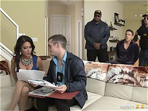 Criminals wifey Jessica Jaymes porked by a molten cop