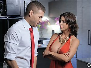 milf Alexis Fawx gets a face full of jizm after a stiff smash in the kitchen