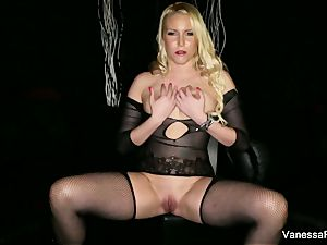 goddess Vanessa cell wants you to masturbate off