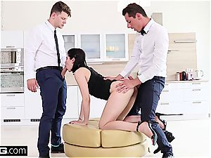 doll Dee fucks the room service waiter and bf