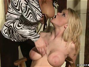 Rampant fuckslut Katy Borman pegs this supersluts flange flaps
