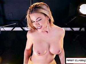observe Jessa Rhodes taking a gigantic manmeat down her gullet