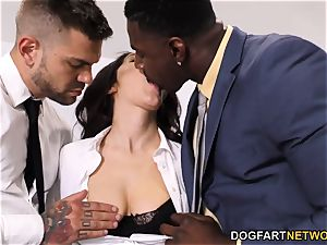 ebony Immigration Officer Wants Valentina Nappi's bum