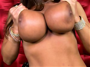 gorgeous Lisa Ann exposes her meaty saucy cupcakes