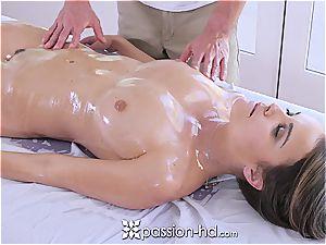 Dillion Harper loves handsome massage