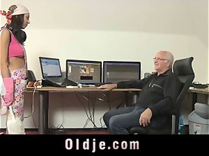elderly manager spoiling the wild vulva of his Romanian maid
