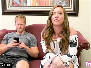 Maddy tears up the therapist while her spouse waits