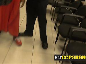 Barbershop gets steamed up once cougar cops make suspect pound them